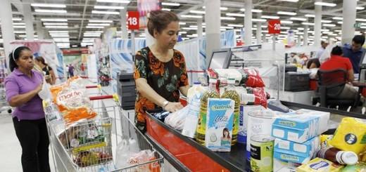 """El alcalde del Puerto Cabello, Rafal Lacava, manifestó que """"hay que sacar los productos regulados de los grandes comercios del centro de la ciudad """""""