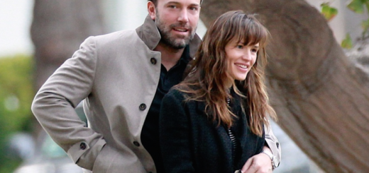 Ben-Affleck-and-Jennifer-Garner-on-a-walk-December-2014-728x408