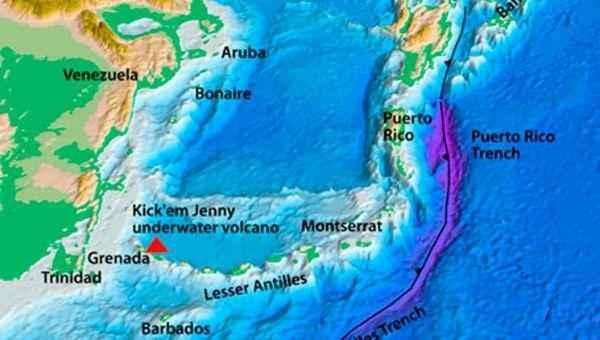 La isla de Granada está ubicada al sureste del mar Caribe, al norte de Trinidad y Tobago, al noreste de Venezuela.