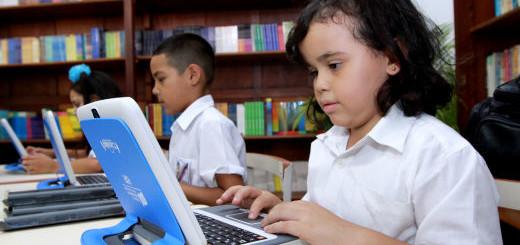 Los estudiantes deben acudir a nuevas alternativas de aprendizaje ante la problemática de libros.