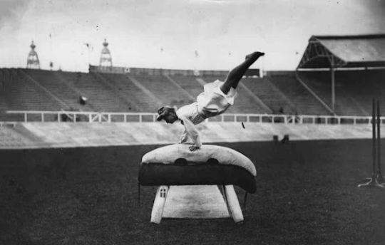 03 de Agosto de 1921. En Alemania se funda la Sección de Gimnasia y Deporte del Partido Nazi.