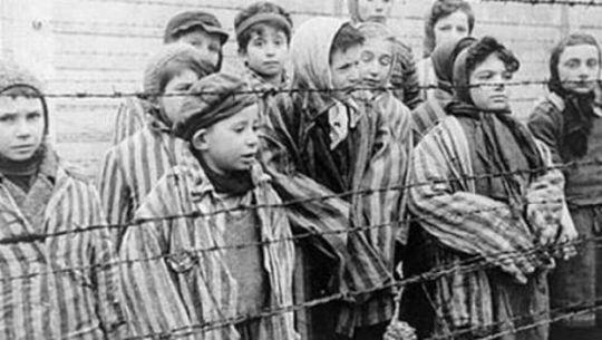 03 de Agosto de 1938. En Italia ―en el ámbito de las políticas antisemitas― los judíos procedentes del extranjero son excluidos de las escuelas superiores.