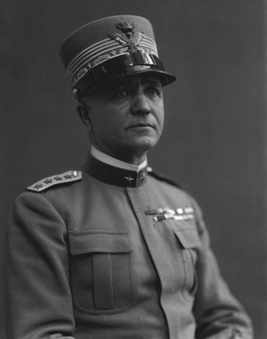 03 de Agosto de 1943. En Lisboa, el comandante italiano Pietro Badoglio que forma parte de las tropas de Mussolini se reúne en secreto con los aliados.