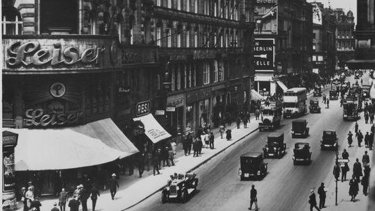 03 de Agosto de 1927. Entre Berlín y Buenos Aires se establece una unión telefónica inalámbrica.