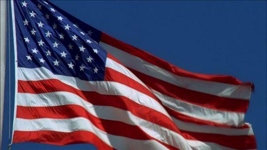 03 de Agosto de 1777. En el fuerte Stanwix ―sitio de la actual ciudad de Rome (en el estado de Nueva York) se iza por primera vez la primera bandera de los Estados Unidos.