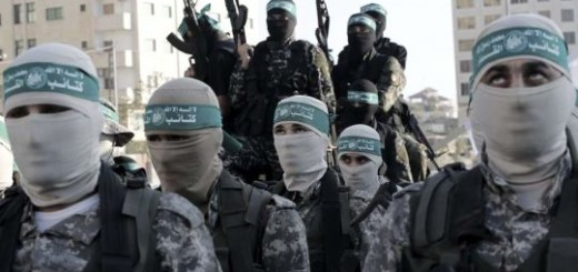 DESFILE DE MILITANTES DE HAMÁSLas brigadas de Izz ad-Din al-Qassam, facción de la milicia de Hamás, realiza una demostración de fuerza durante un desfile en la plaza de al-Mena, en la franja de Gaza.  Ver más en: http://www.20minutos.es/fotos/actualidad/las-mejores-fotos-del-dia-11011/#xtor=AD-15&xts=467263