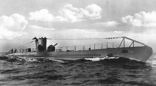 03 de Agosto de 1915. Un submarino alemán inspecciona el mercante estadounidense Pass of Bahama y lo conduce a Cuxhaven.