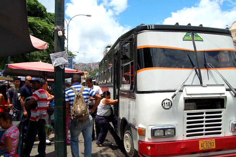 Gremios del transporte confirman que aumento salarial obligará a subir pasaje mínimo