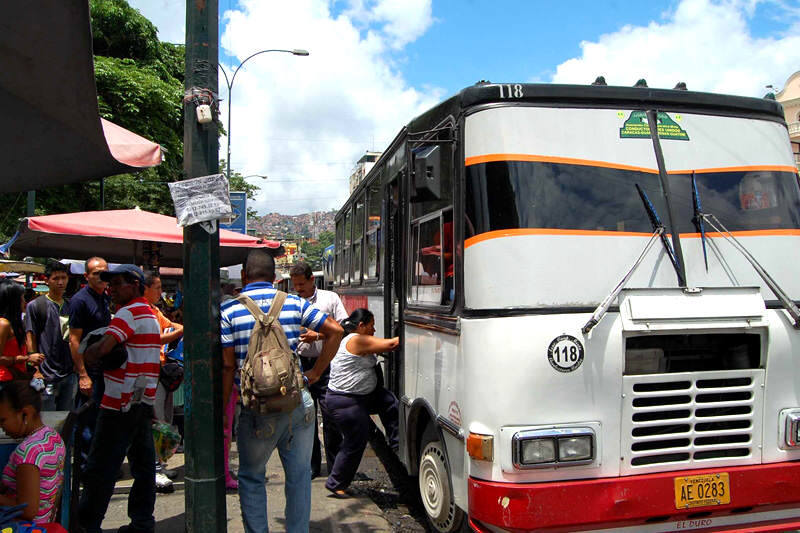 Transporte-Publico-Caracas-Venezuela-Buses-3800x533