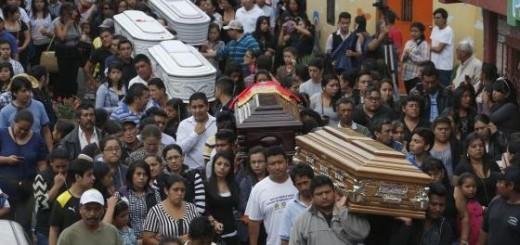Funeral de cinco de las víctimas por el alud |Cortesía:  El País