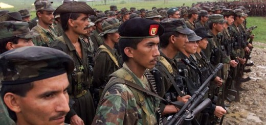 Las Farc proponen crear nuevo tipo penal contra el paramilitarismo