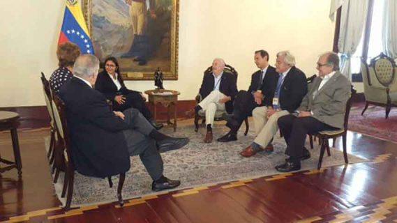 Canciller Delcy Rodríguez recibe a delegación de Ex-presidentes