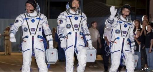 Tres miembros de la tripulación de la EEI regresan a la Tierra