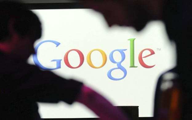 BER035 BERLÍN (ALEMANIA), 26/09/2012.- Fotografía de archivo fechada el 26 de septiembre de 2012 de un logotipo de Google en la sede de la compañía en Berlín, Alemania. El mercado Nasdaq suspendió la cotización de los títulos de Google a petición de la propia empresa hoy, jueves 18 de octubre de 2012, después de que los títulos del gigante informático se desplomaran algo más de un 9 por ciento. EFE/Britta Pedersen