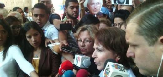 Familiares de los presos políticos se dirigen nuevamente a la Defensoría