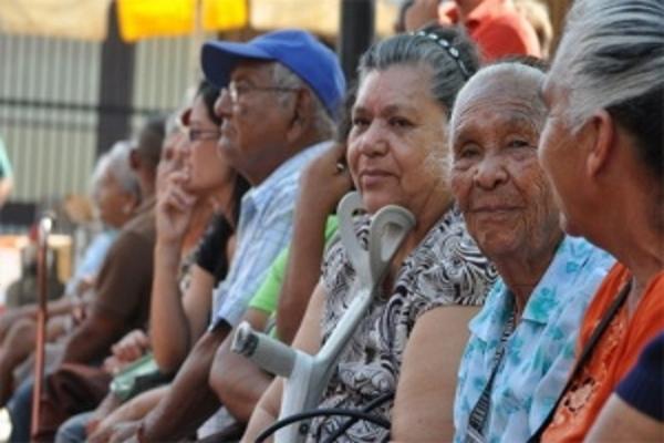 Jubilados y pensionados tendrán un tiempo máximo para retirar su pago