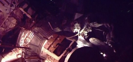 Astronautas de la EEI realizan un paseo espacial