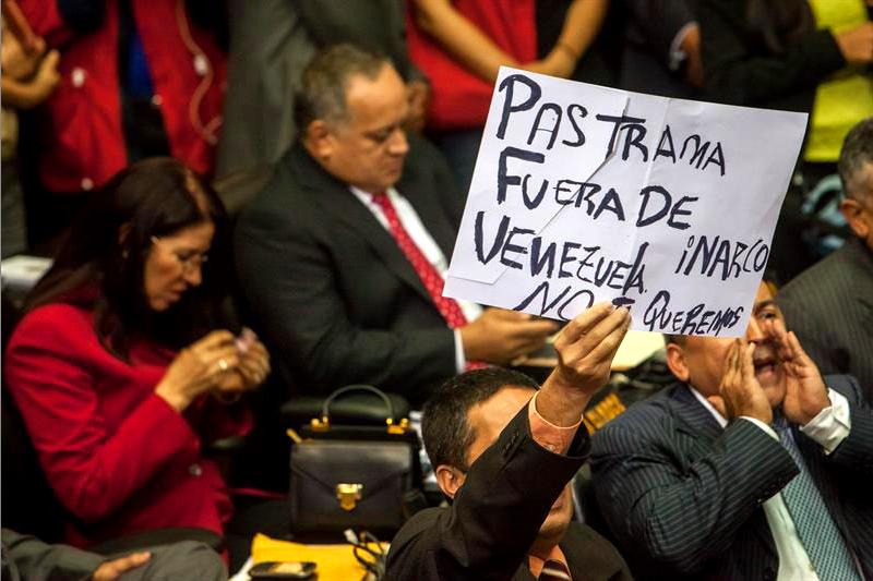 Insultaron a pastrana por violar soberan a pero ellos for La patilla nacionales