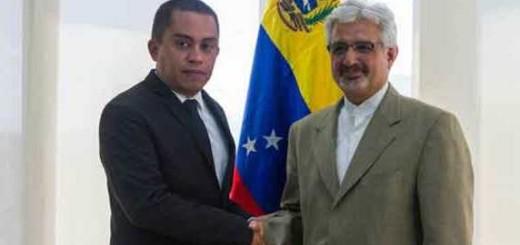 Vicepresidente de Economía de Venezuela, Luis Salas, con el embajador de Irán en Caracas, Mustafá Alaei