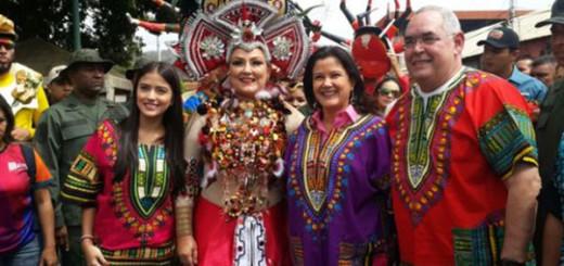 En las festividades se retrataron con la ministra del Turismo, Marleny Contreras, y su hija la socialité Daniela Cabello, quienes entregaron el certificado y decretaron al calipso como patrimonio cultural de la región.