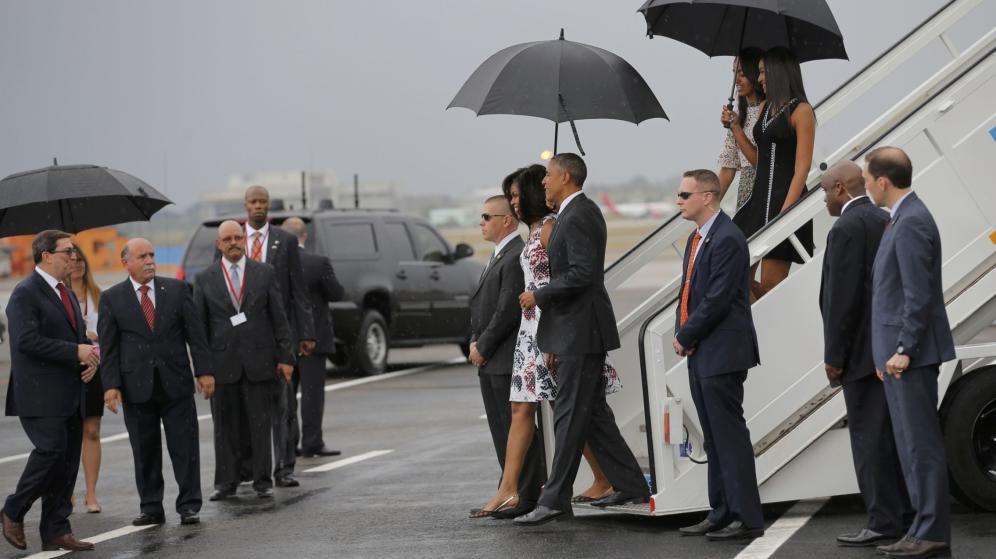 Obama y su familia llegan a Cuba