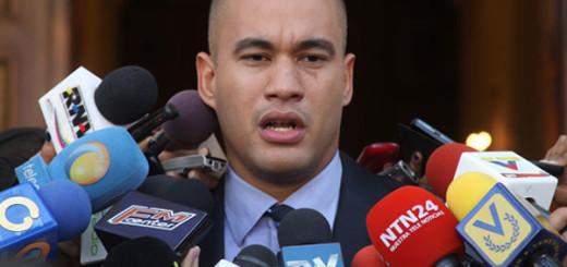 La queja de Rodríguez fue porque mientras él se encontraba en el programa que también se realiza en vivo, cortaron la transmisión para hacer un pase desde la Asamblea Nacional.