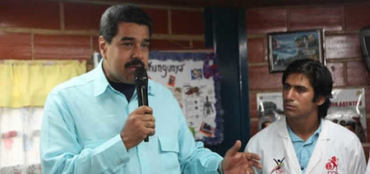 Nicolás Maduro junto a médicos de Barrio Adentro |Foto archivo