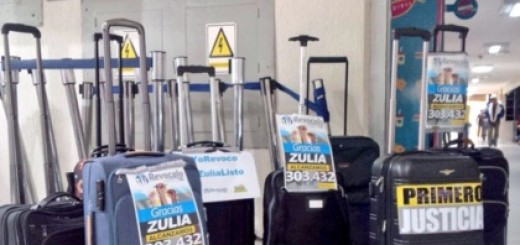 En estas 8 maletas llegaron las más de 300.000 firmas recolectadas en Zulia