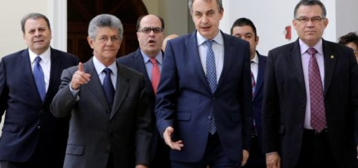 Rodríguez Zapatero acompañado del presidente de la AN, Henry Ramos Allup, y diputados | Foto: archivo