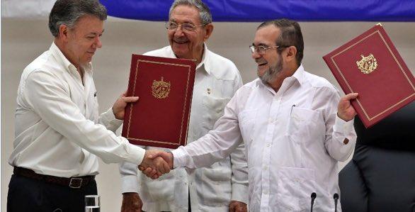 Acuerdo por la paz entre el gobierno colombiano y la FARC | Foto: Twitter