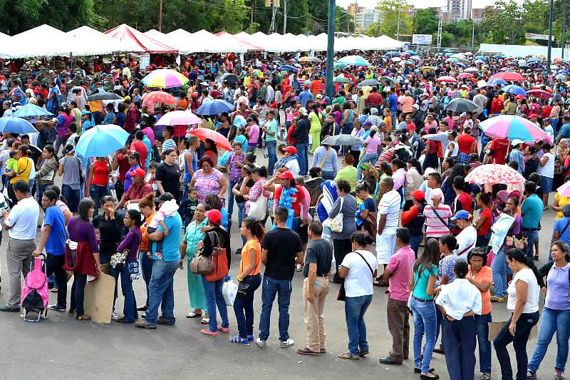 Colas-para-comprar-en-Venezuela-Compras-PDVAL-Mercal