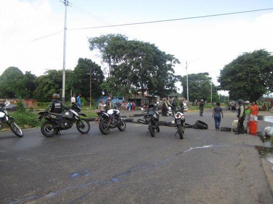 GNB dispersó a manifestantes de Villa Polígono que protestaban por agua|Correo del Caroní