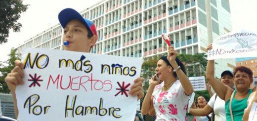 madres-niños-hambre-escasez-protesta-bebes-leche-pañales-crisis-insumos-2