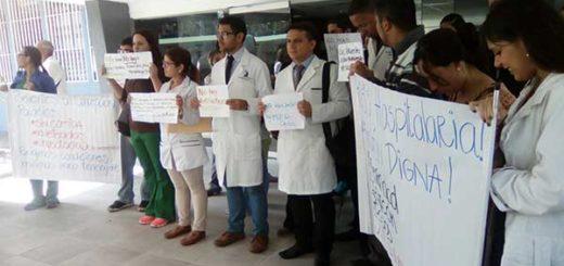 """Médicos de la maternidad """"Concepción Palacios"""" en protesta / Foto: Twitter"""