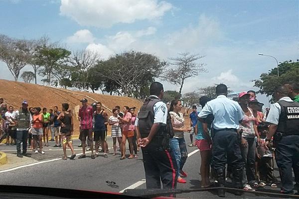 Protestan en las adyacencias del Aeropuerto de Maiquetía