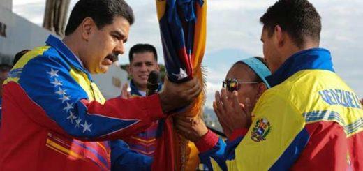 Presidente Nicolás Maduro en acto de abanderamiento   Foto: @PresidencialVen