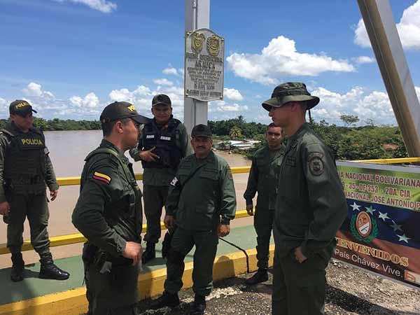 Militares en puente internacional José Antonio Páez en Apure   Foto: @Blubucaramanga