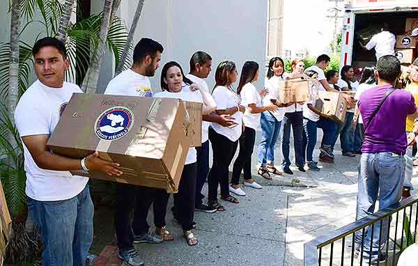 Rescate Venezuela entrega insumos médicos | Foto: Twitter @liliantintori