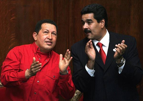 Hugo Chávez y Nicolás Maduro | Foto: Miguel Rojo/ Reuters