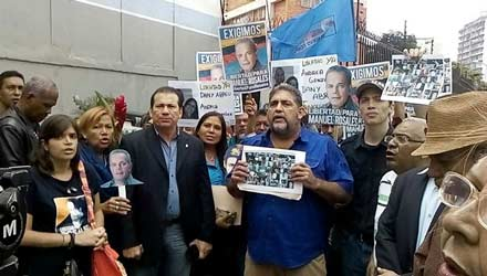 Miembros de Un Nuevo Tiempo intentaron realizar una misa por los presos políticos pero la PNB la impidió/Foto: Sumarium