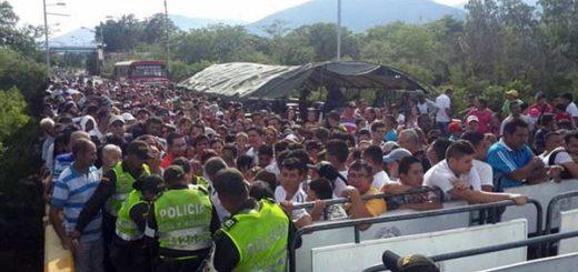 Venezolanos en el puente internacional Simón Bolívar | Foto: @PoliciaCucuta