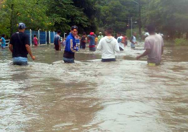 Desbordamiento del Río Sarare   Foto: Twitter @FloresMilagro