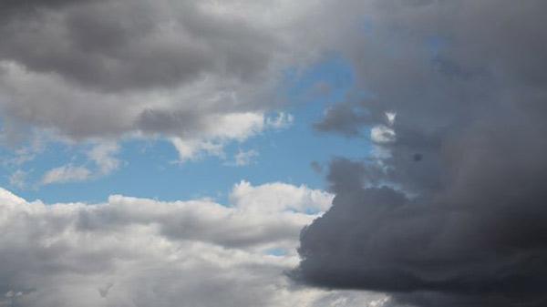 Cielo parcialmente nublado con posibilidad de precipitaciones