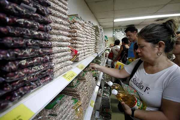 Venezolanos en los abastos cucuteños | Foto: Twitter