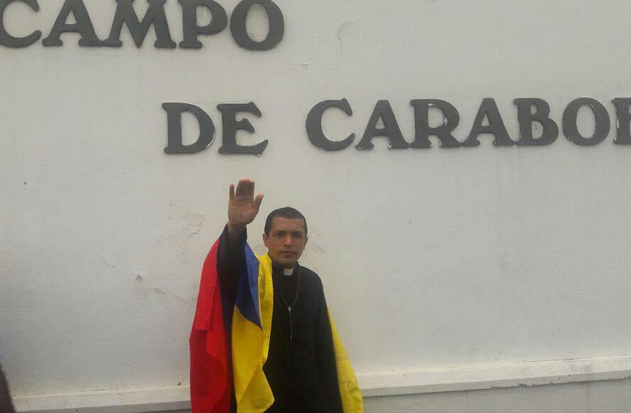 Sacerdote Lenín Bastidas se encadenará en Caracas por Venezuela |Foto Twitter