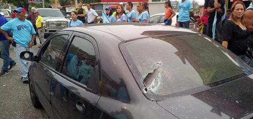 Vehículo en el que se desplazaba el diputado Simón Calzadilla | Foto: @simoncalzadilla