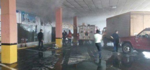 Incendio en el CCCT Alta Vista I aun no ha sido controlado por los bomberos |Foto: @PableOstos