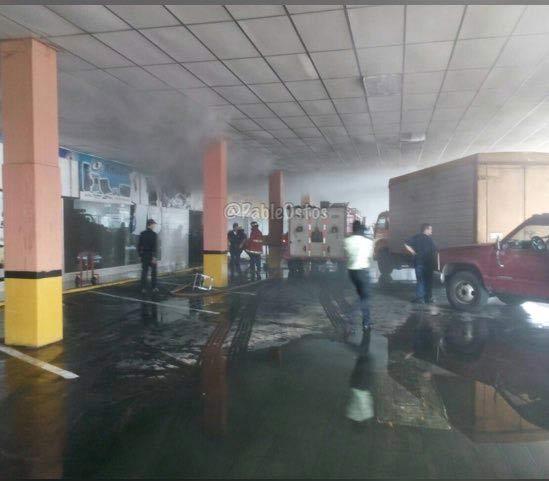 Incendio en el CCCT Alta Vista I aun no ha sido controlado por los bomberos  Foto: @PableOstos