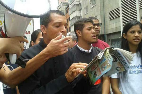 Padre Lenín Bastidas   Foto: Noticia al Día y a la Hora
