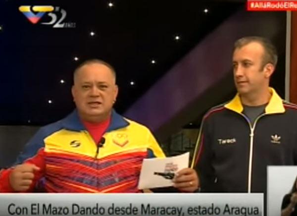 Imagen: Con el Mazo Dando